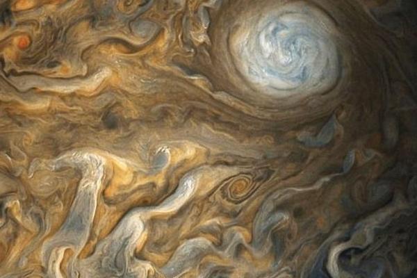 NASA公布朱诺号探测器拍摄的最新木星图片