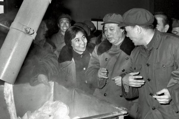 中国首位女副总理吴桂贤个人资料简介