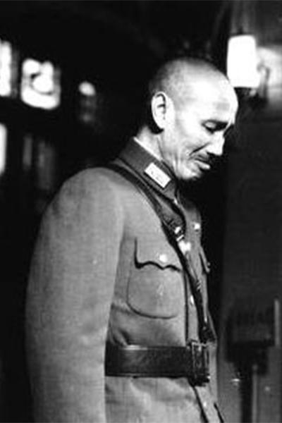 蒋介石枪决抗战名将,十年后当场痛哭流涕悔恨不已