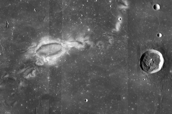月球奇特椭圆地貌