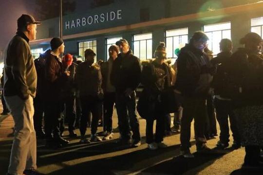 美国加州开始公开合法销售大麻 购买者连夜排队
