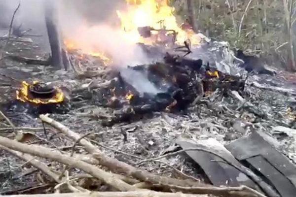 载12人飞机坠毁,机上竟无一人幸存下来