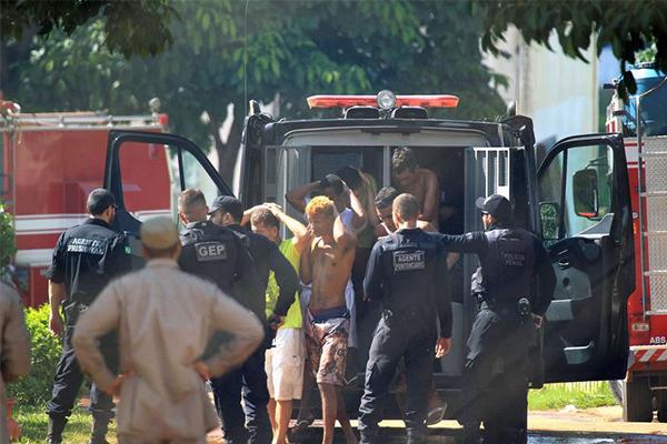 巴西一监狱暴动致9死14伤