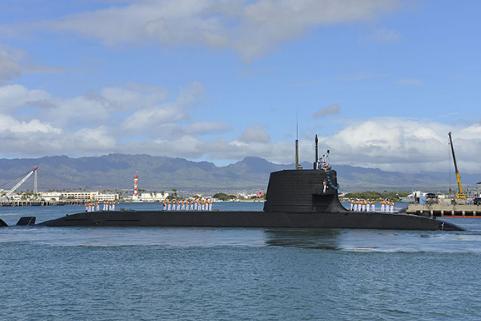 日本潜艇闯入钓鱼岛