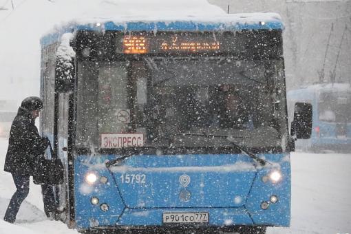 莫斯科降雪破纪录,数十个航班受到影响