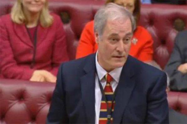 英国大臣迟到1分钟辞职,网友:这很英国范