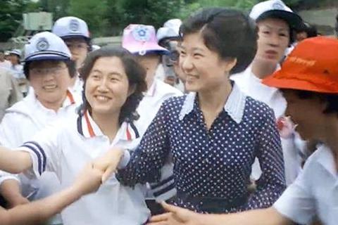 崔顺实表白朴槿惠,像粉丝喜欢韩流明星一样