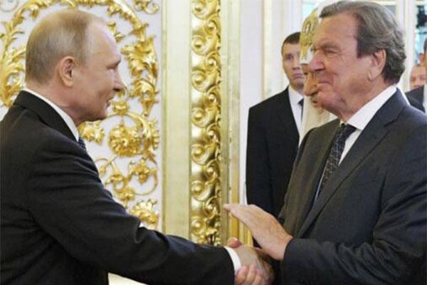 普京就职与3人握手,普京的这一举动颇有深意