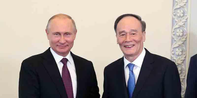 王岐山见普京,在俄罗斯圣彼得堡得以接见