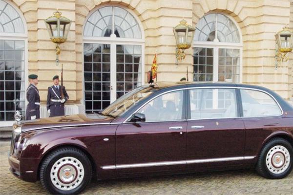 英女王拍卖御用座驾,预估价格高昂引关注