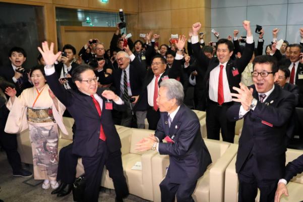 大阪获2025世博会举办权,现场喜庆欢呼
