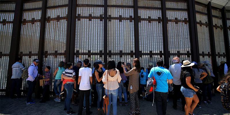 特朗普夸边境墙
