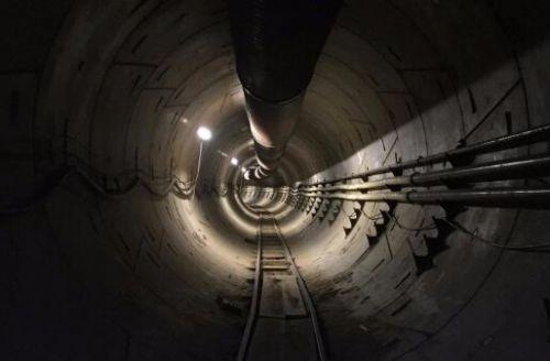 马斯克隧道通车