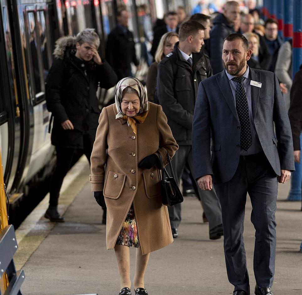 英女王搭清淡列车