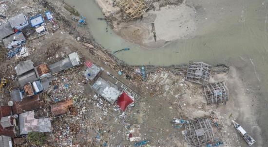 航拍印尼海啸重灾区