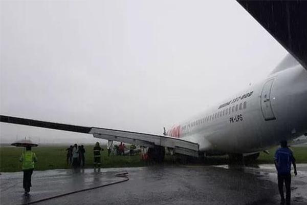 狮航客机滑出跑道,所幸人员相安无事