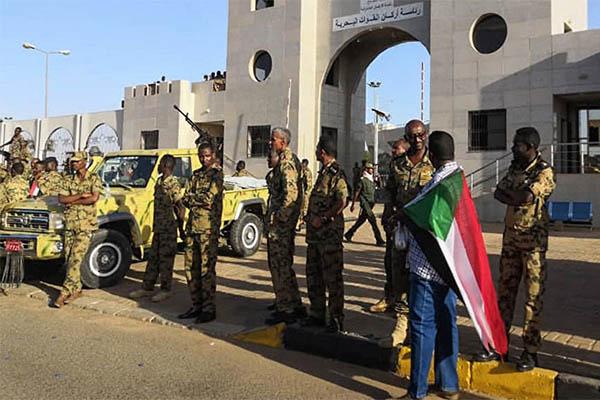 苏丹政变总统辞职,国家电视台被军方占领