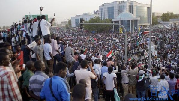 苏丹军事政变引发游行