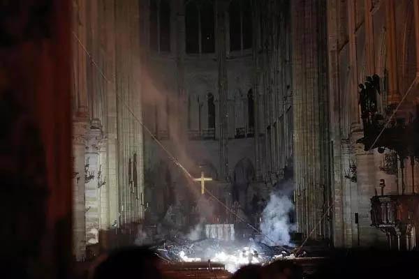 火灾后教堂内部图片