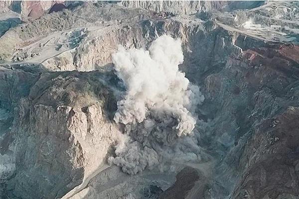数百枚炸弹集中引爆一刻