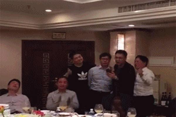 林依轮刘强东合唱,传说中的大佬聚会
