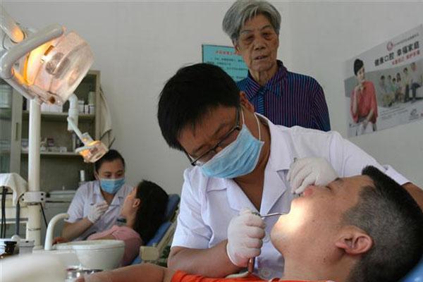 网传洗牙会损坏牙齿