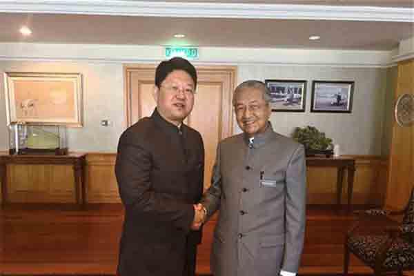 马哈蒂尔见中国大使
