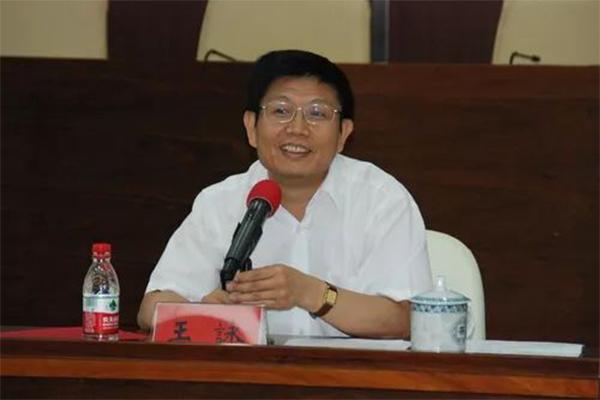 局长曾向苏荣行贿,获罪九年零六个月