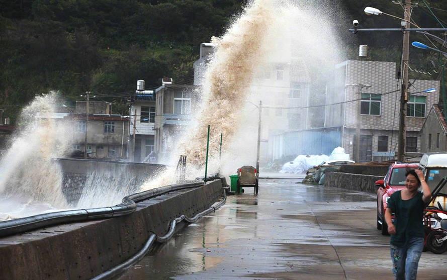 台风登陆浙江画面