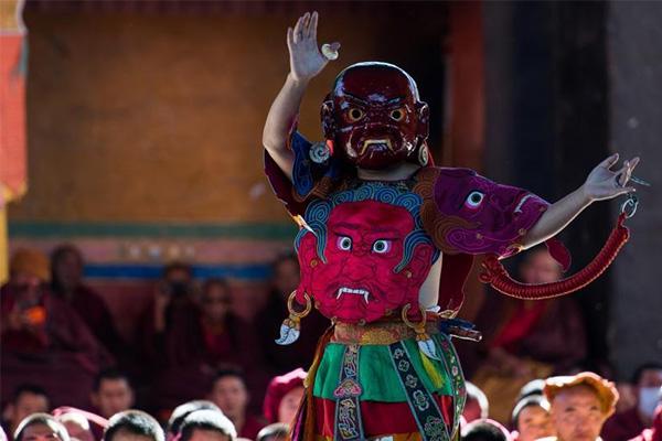 扎什伦布寺跳神活动