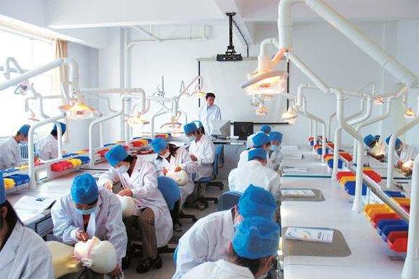 60万医学生仅10万从医,行业现状是多种因素决定的