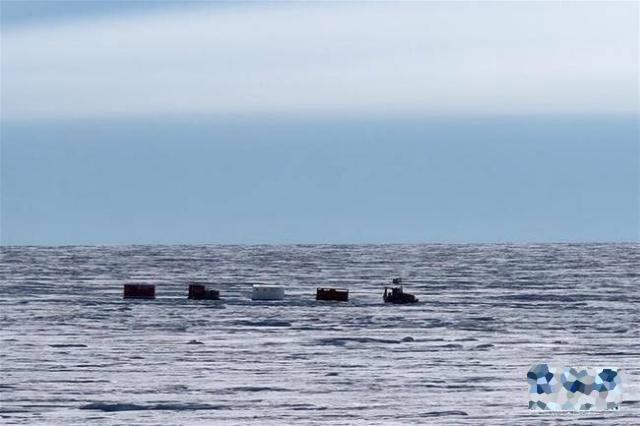 南极科考队抵冰穹