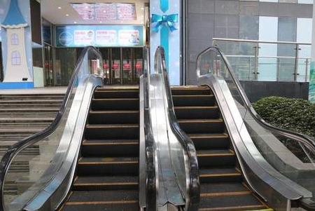 重启一商场现最迷你电梯 无人使用停止营运