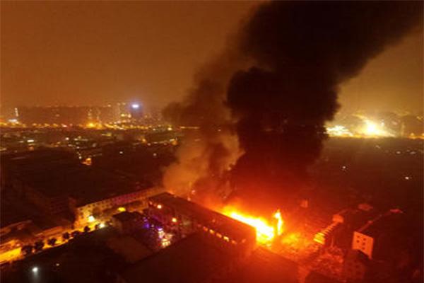 陕西危爆运输车爆炸,车辆爆炸原因还在调查中