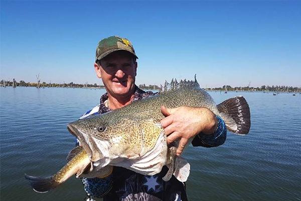 澳垂钓者钓到鱼中鱼,钓鱼活动过程拿到双重惊喜
