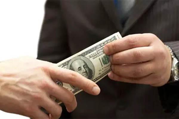 商人行贿被吞780万,官员受贿反遭套路坑害