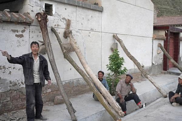 甘肃定西扶贫搬迁,有农民再次住进了危房生活得不到改善