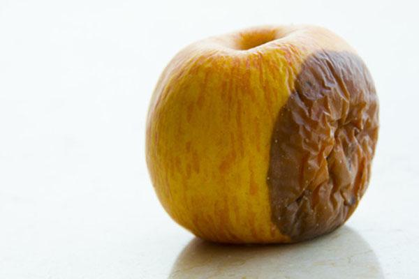 腐烂苹果加工成果汁,你爱喝的饮料背后真相了!