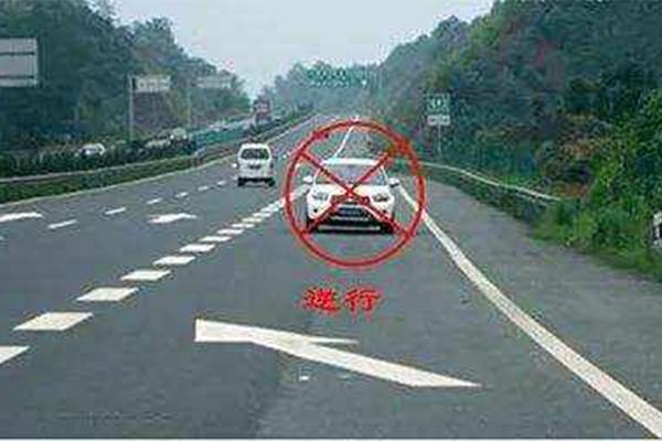 """高速上逆行48公里,司机喝酒""""断片""""民警接到举报"""