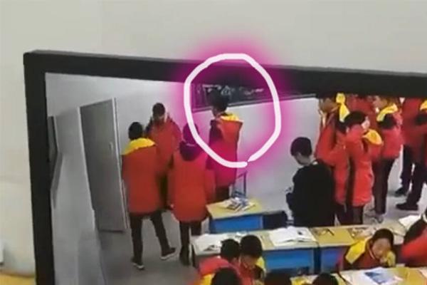 殴打同学时猝物化