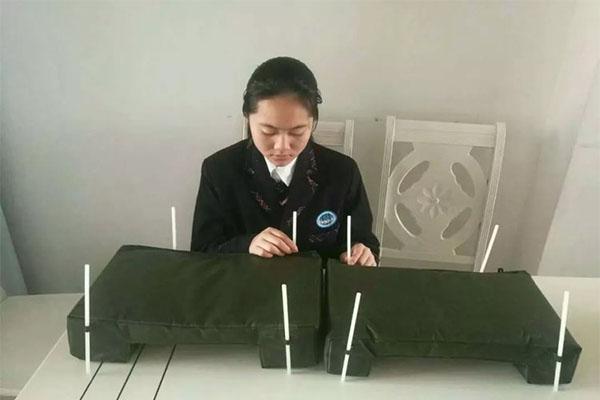 女孩发明快速浮桥