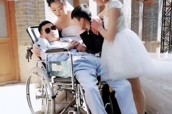 新娘与植物人婚纱照