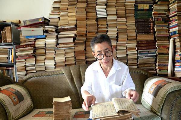 环卫藏书7000册