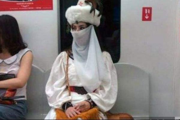 地铁楼兰女