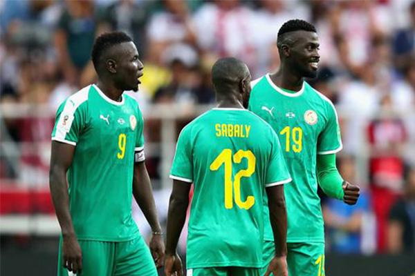整个世界杯全乱了,日本塞内加尔强势