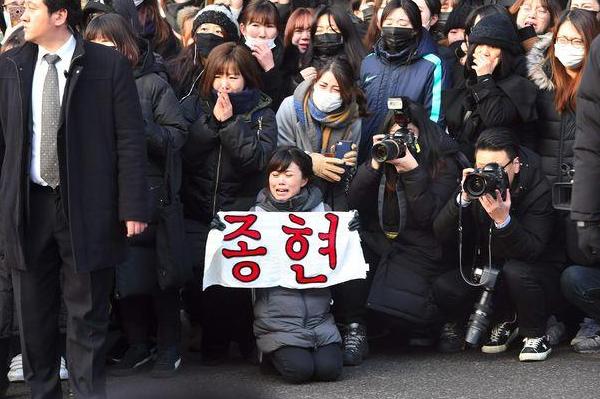 韩国自杀男星出殡