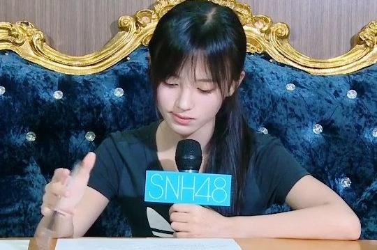 鞠婧祎现身SNH48告别公演现场,清纯动人引围观