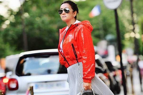 52岁巩俐现巴黎街头,时装时尚气场全开