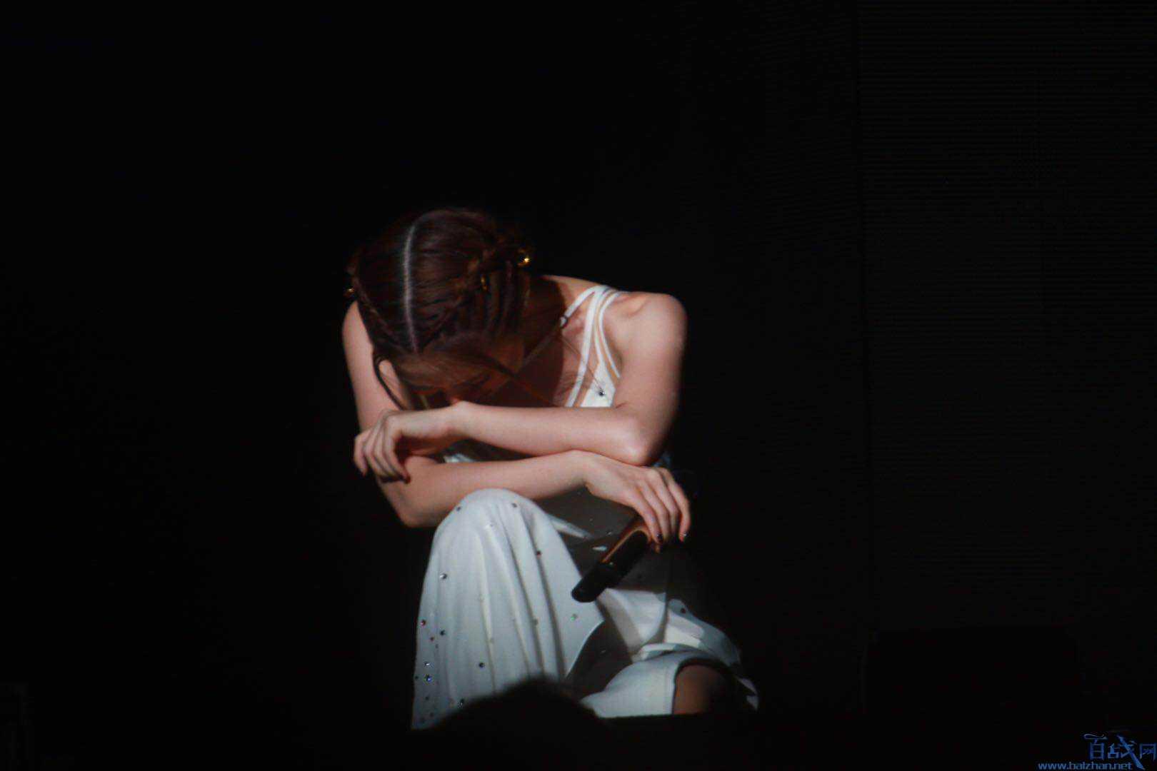 邓紫棋哭了