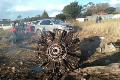 飞机坠毁前60秒,乘客用手机拍下机翼着火爆炸视频
